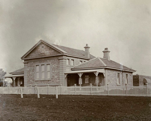 Molong courthouse, built 1862. Photo ID: SRNSW 4346_a020_a020000038.jpg
