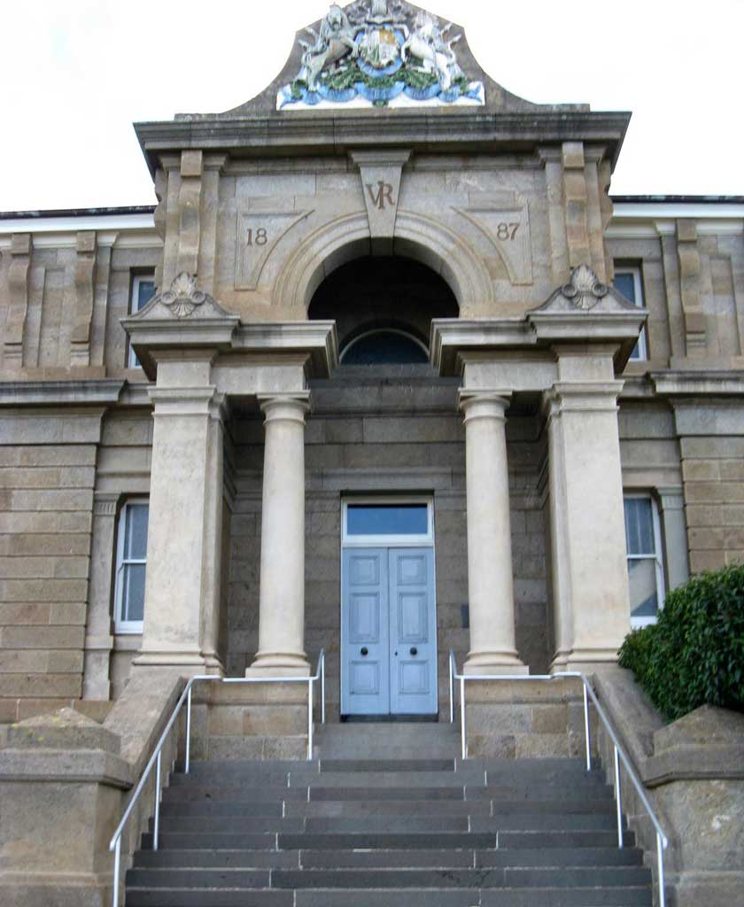 Cooma courthouse main entrance. Photo: Peter de Waal