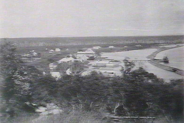 Yamba Bay, Clarence River Heads, 1884-1888. The two storey building with a peaked roof in the centre of the photograph is the Yamba Hotel built in 1884. Image: NSW State Library collection. Reproduction: Peter de Waal