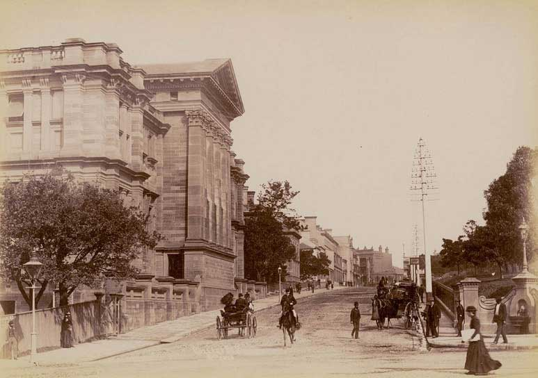 Corner of College and Park (on right) streets, Sydney, c. 1900-1910. Image: NSW State Library collection. Reproduction: Peter de Waal