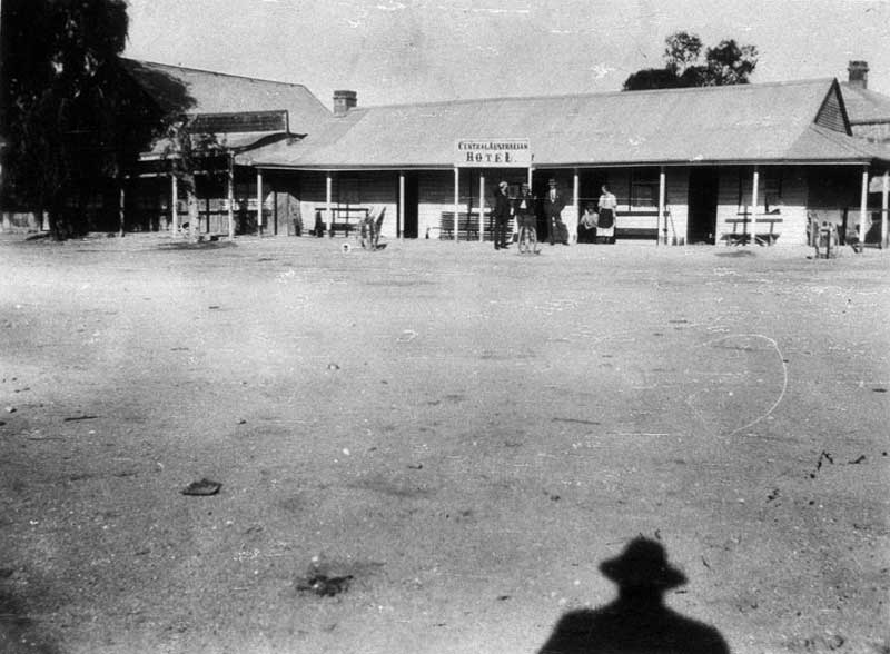 Central Australian Hotel, Tibooburra, Jun 1925. Image: NSW State Library collection. Reproduction: Peter de Waal