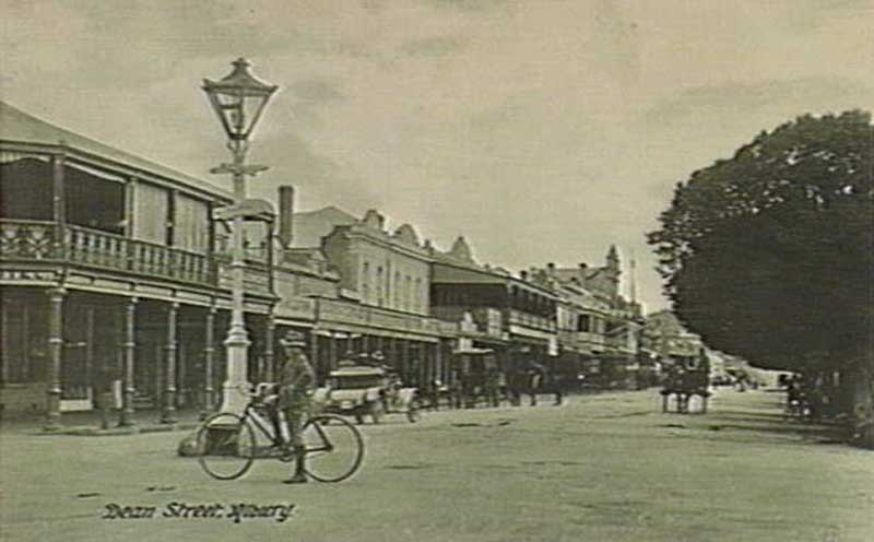 Dean Street, Albury, c. 1912. Image: Victorian State Library collection. Reproduction: Peter de Waal